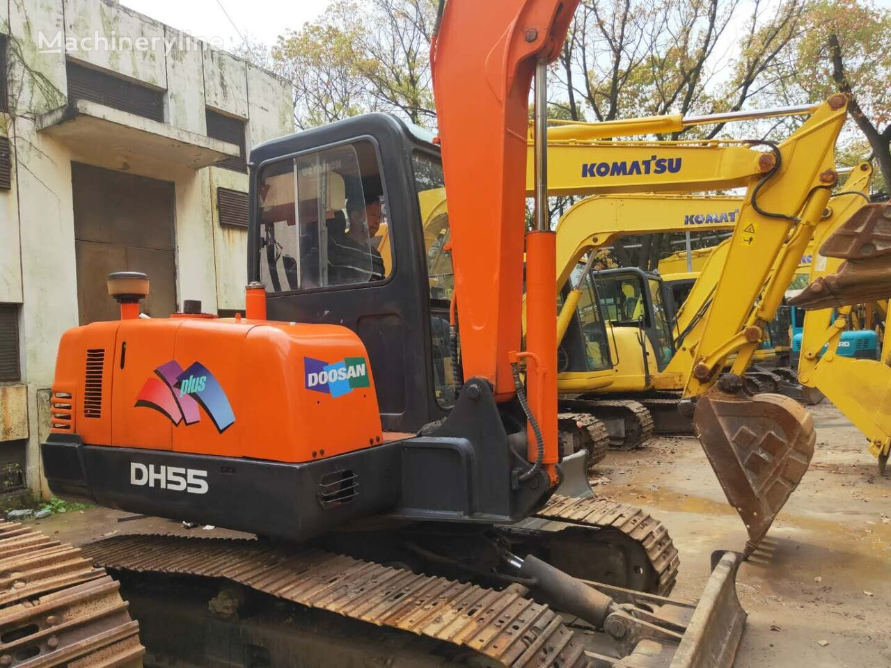 DOOSAN 55 tracked excavator