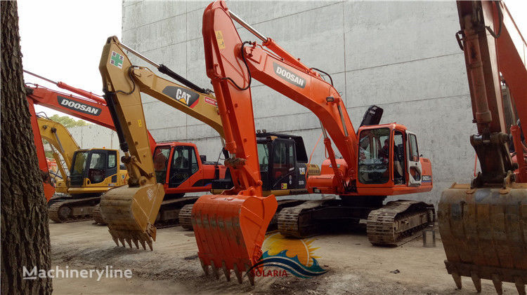 DOOSAN DH220LC-7 tracked excavator