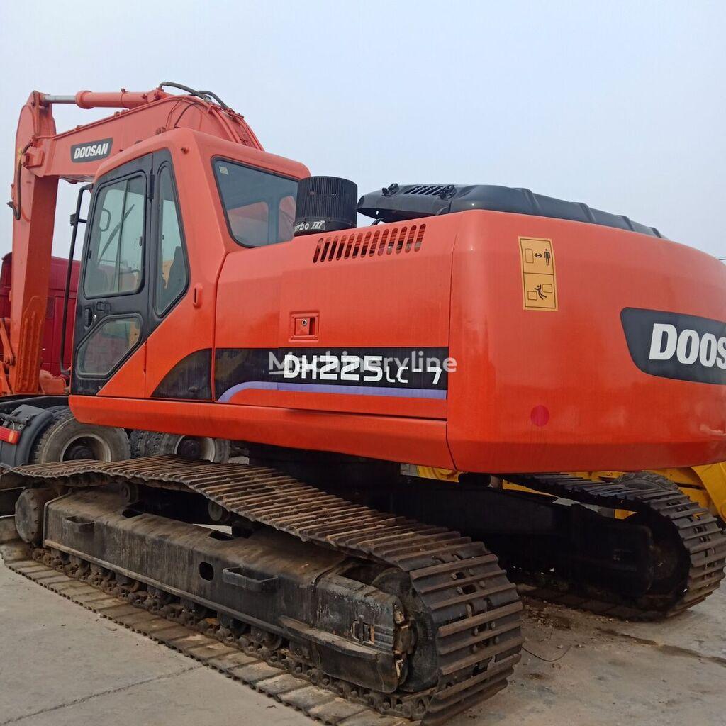 DOOSAN DH225LC-7 tracked excavator