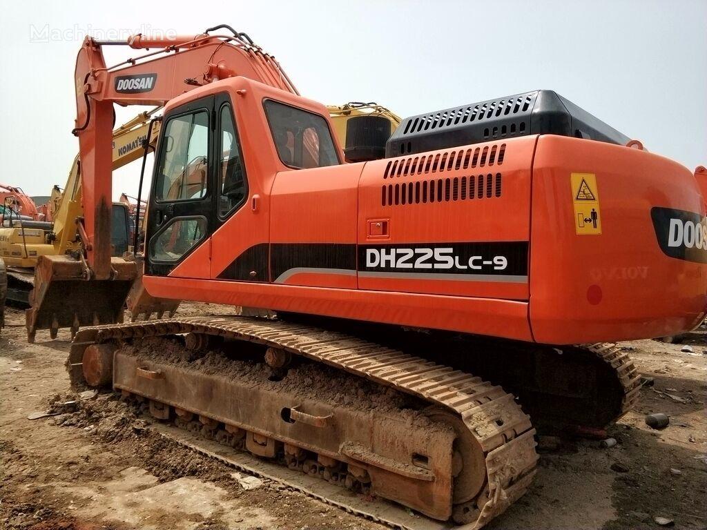 DOOSAN DH225LC-9 tracked excavator