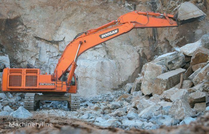DOOSAN DX 700 tracked excavator