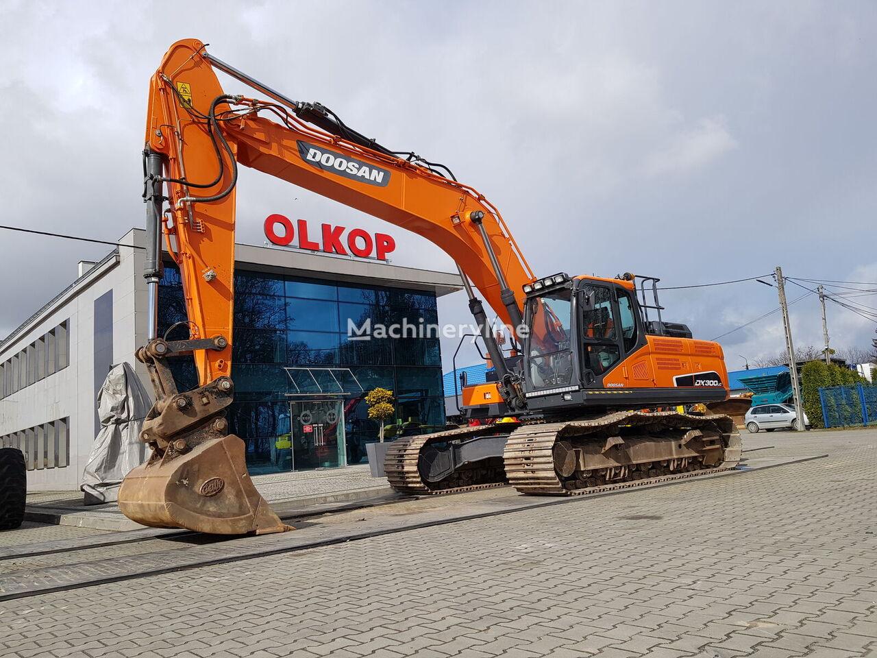 DOOSAN DX300LC-5 tracked excavator