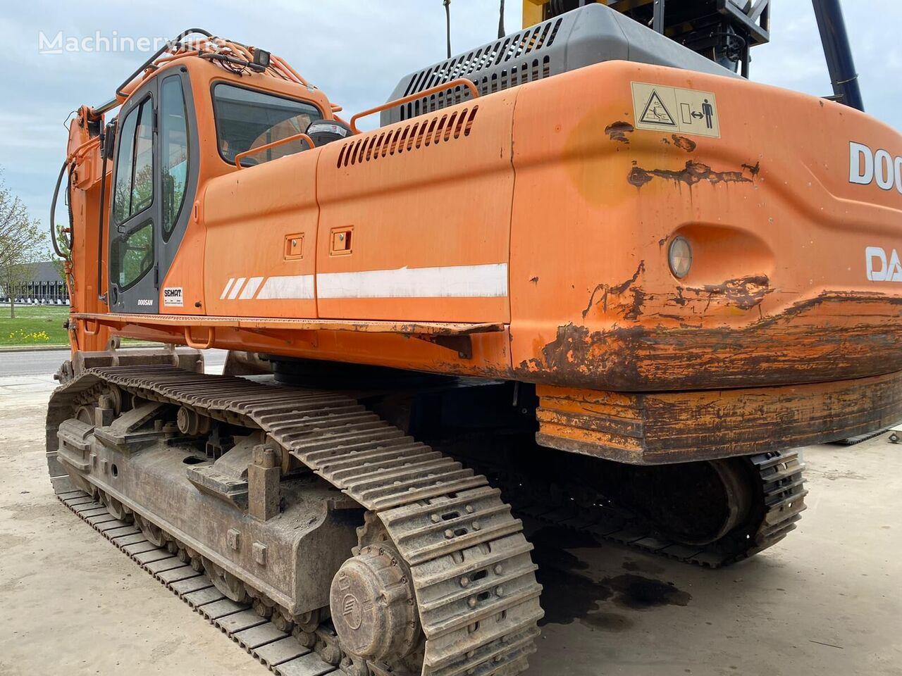 DOOSAN DX480LC tracked excavator