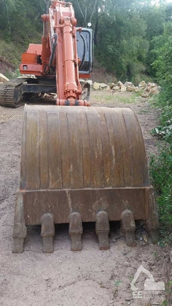 FIAT-HITACHI FH 240-3 tracked excavator