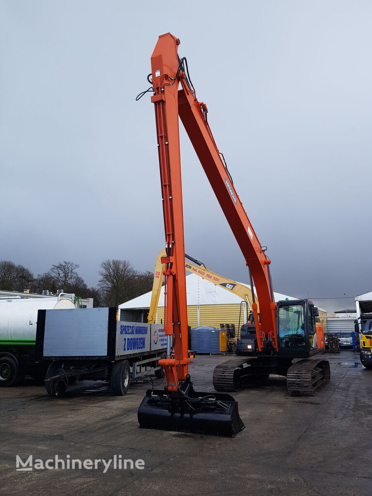 HITACHI ZX 210LC / LOW HOURS   tracked excavator