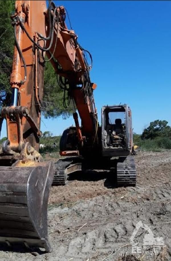 HITACHI ZX 225 USLC-3 tracked excavator