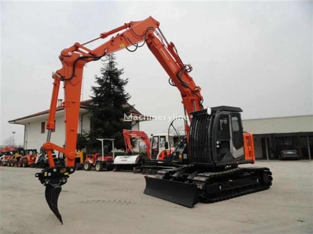 HITACHI ZX135 US-6 tracked excavator