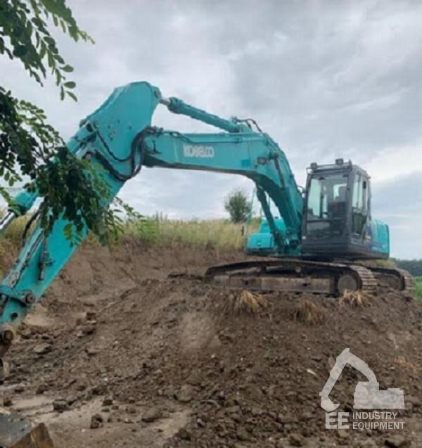 KOBELCO SK 210 LC tracked excavator