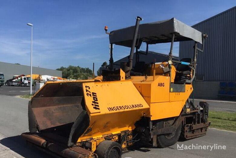ABG Titan 273 wheel asphalt paver