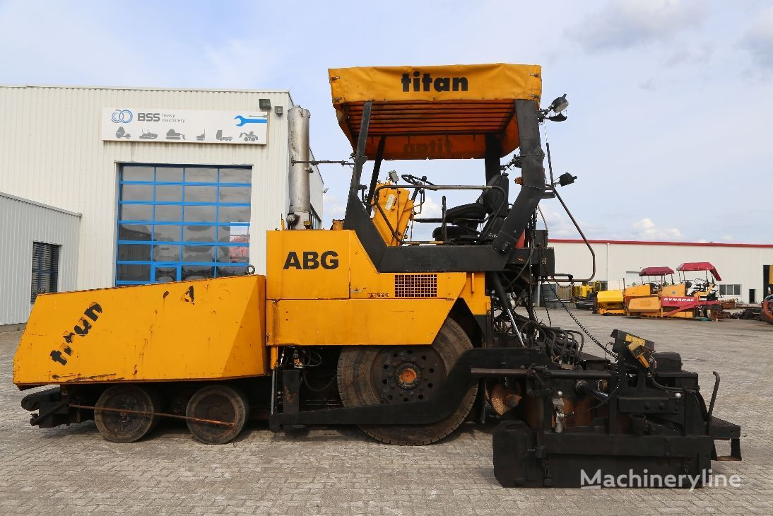ABG Titan 455 wheel asphalt paver