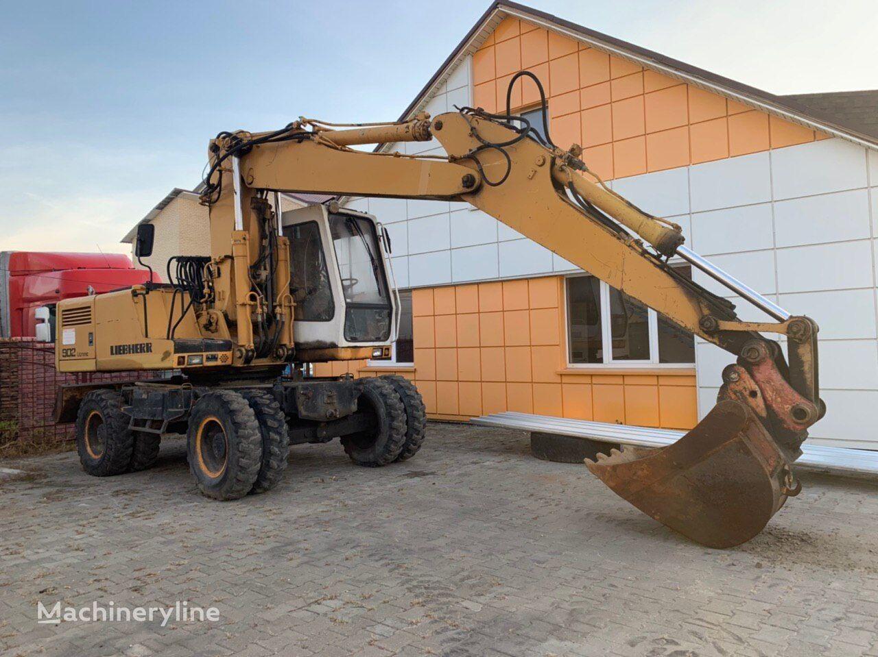 LIEBHERR A902 wheel excavator