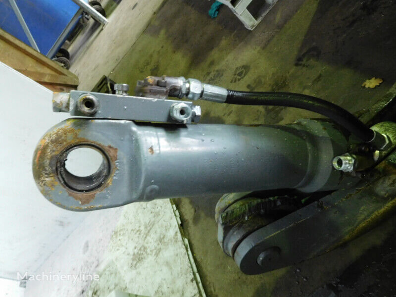 LIEBHERR Cylinder dozer blade
