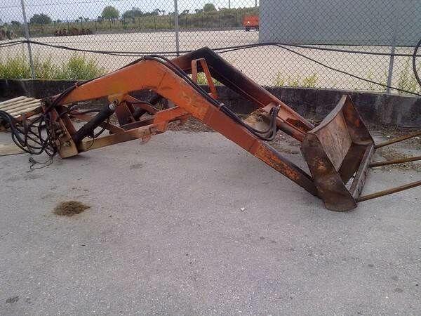 Carregador Frontal Tenias com forquilha front loader
