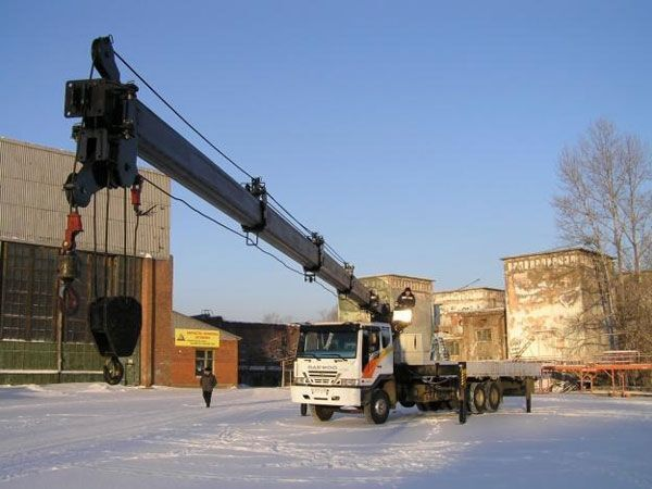 new HIAB 320 T loader crane
