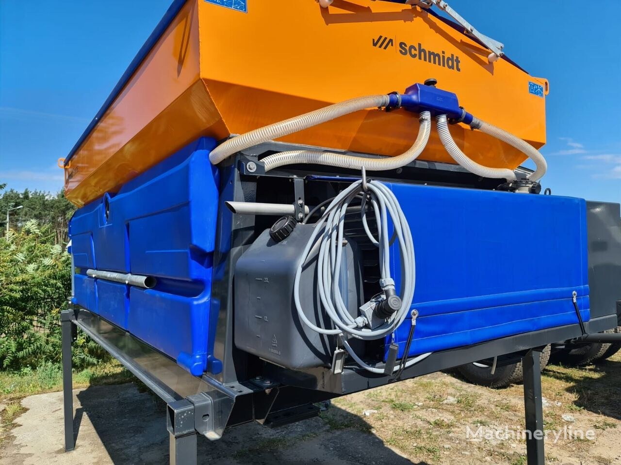 new SCHMIDT STRATOS B 60 (36) mounted sand spreader