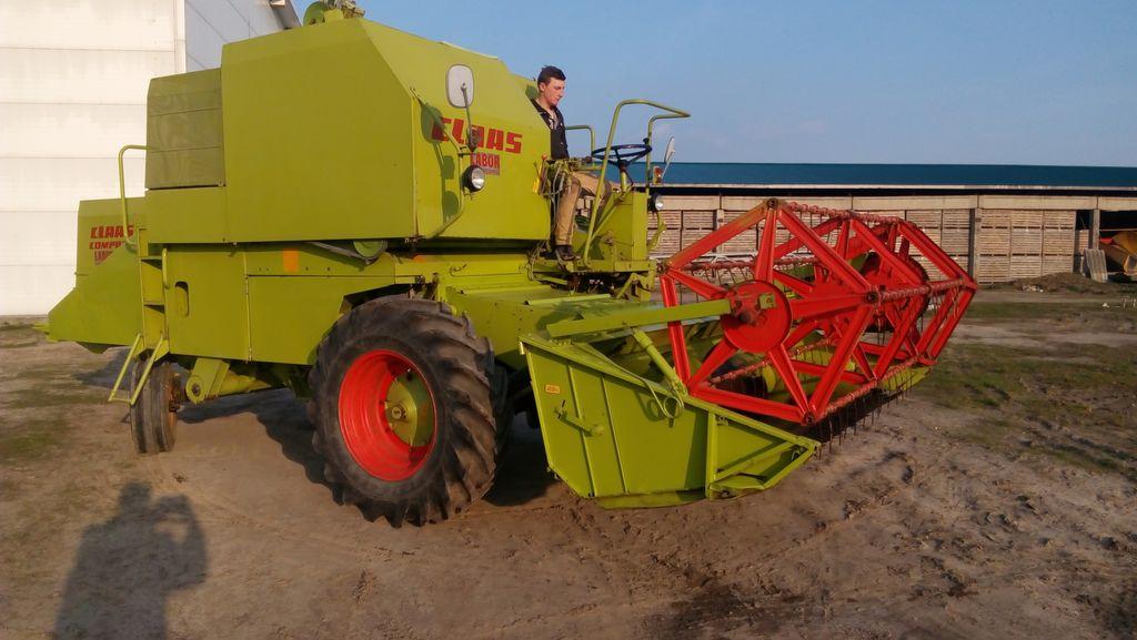 CLAAS COMPACT 30 combine-harvester