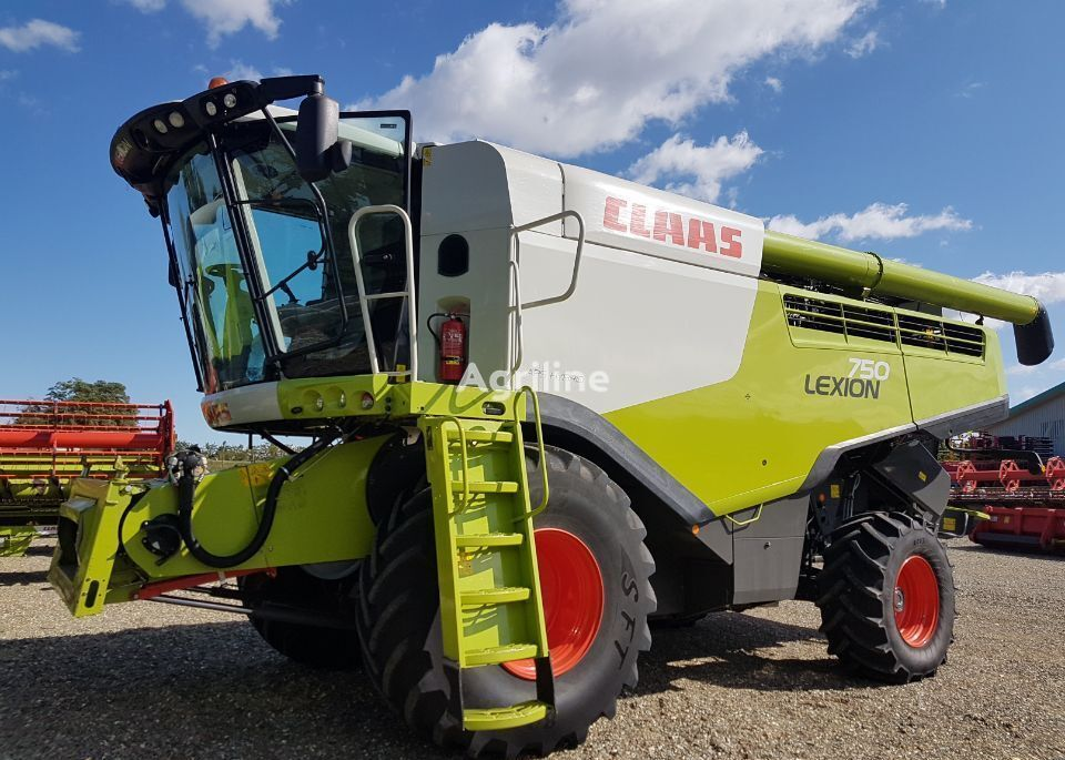 CLAAS LEXION 750 combine-harvester