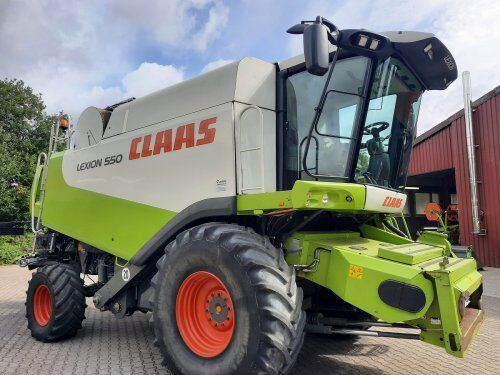 CLAAS Lexion 550 combine-harvester