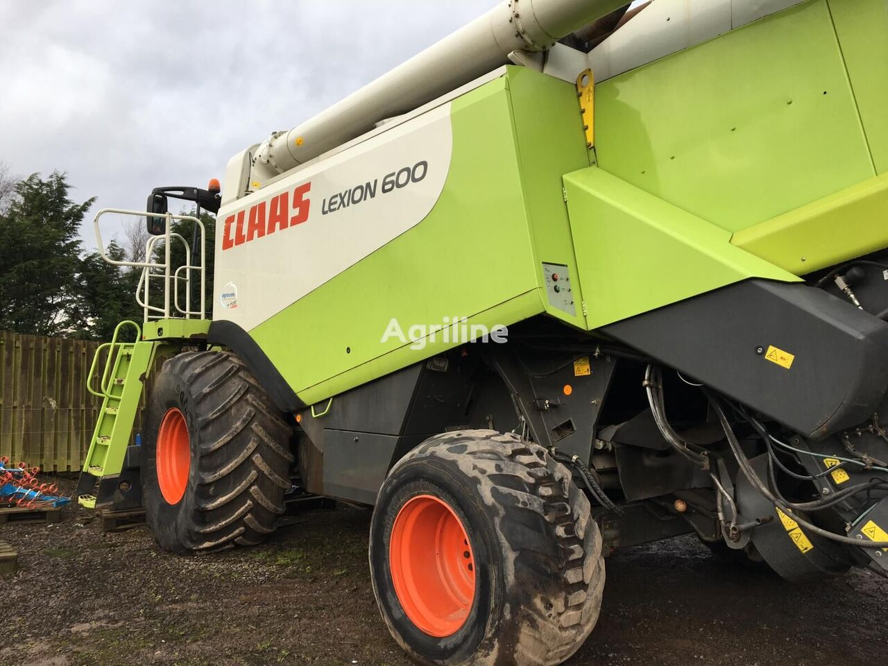 CLAAS Lexion 600 combine-harvester