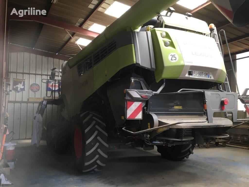 CLAAS Lexion 8900 combine-harvester
