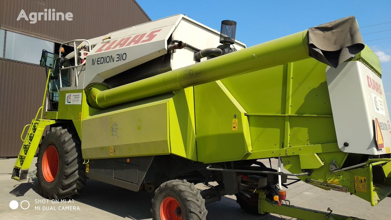 CLAAS Medion 310 combine-harvester
