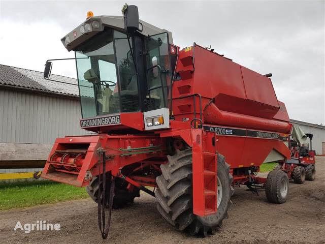 DRONNINGBORG 8700 Sælges i dele/For parts combine-harvester for parts