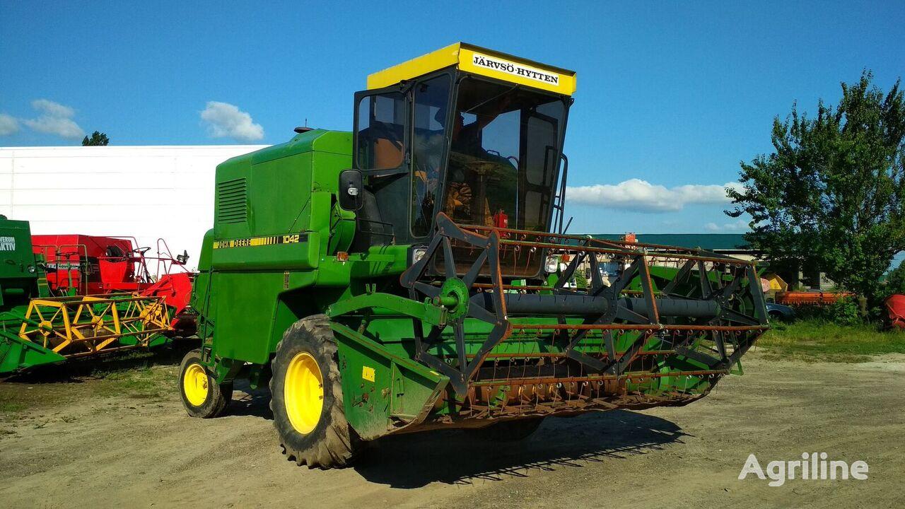 JOHN DEERE 1042 SUPER combine-harvester