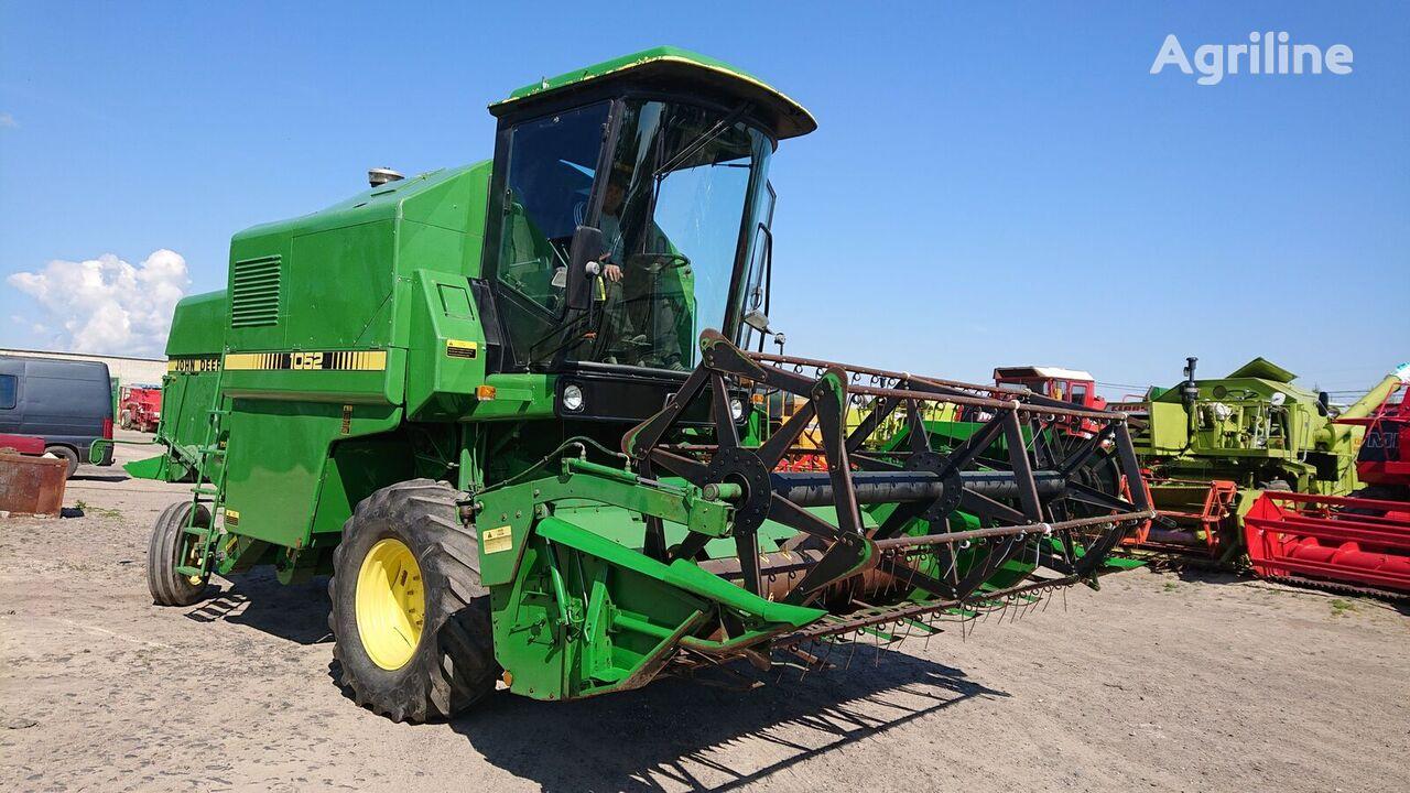 JOHN DEERE 1052 combine-harvester