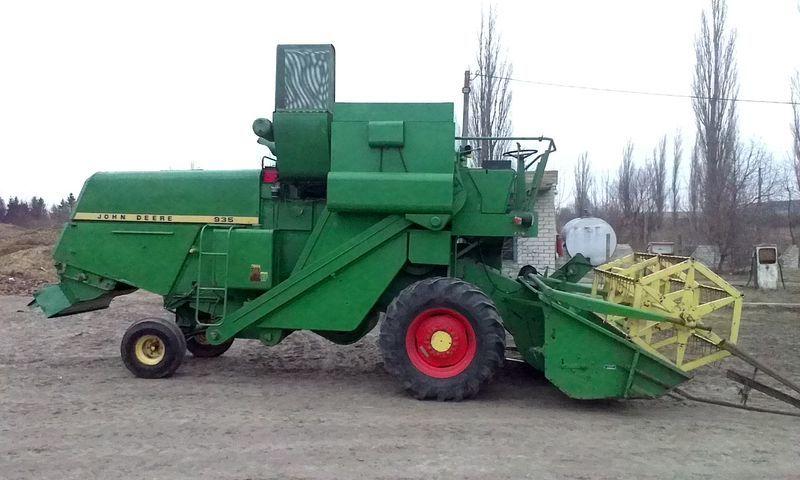 JOHN DEERE 935 combine-harvester