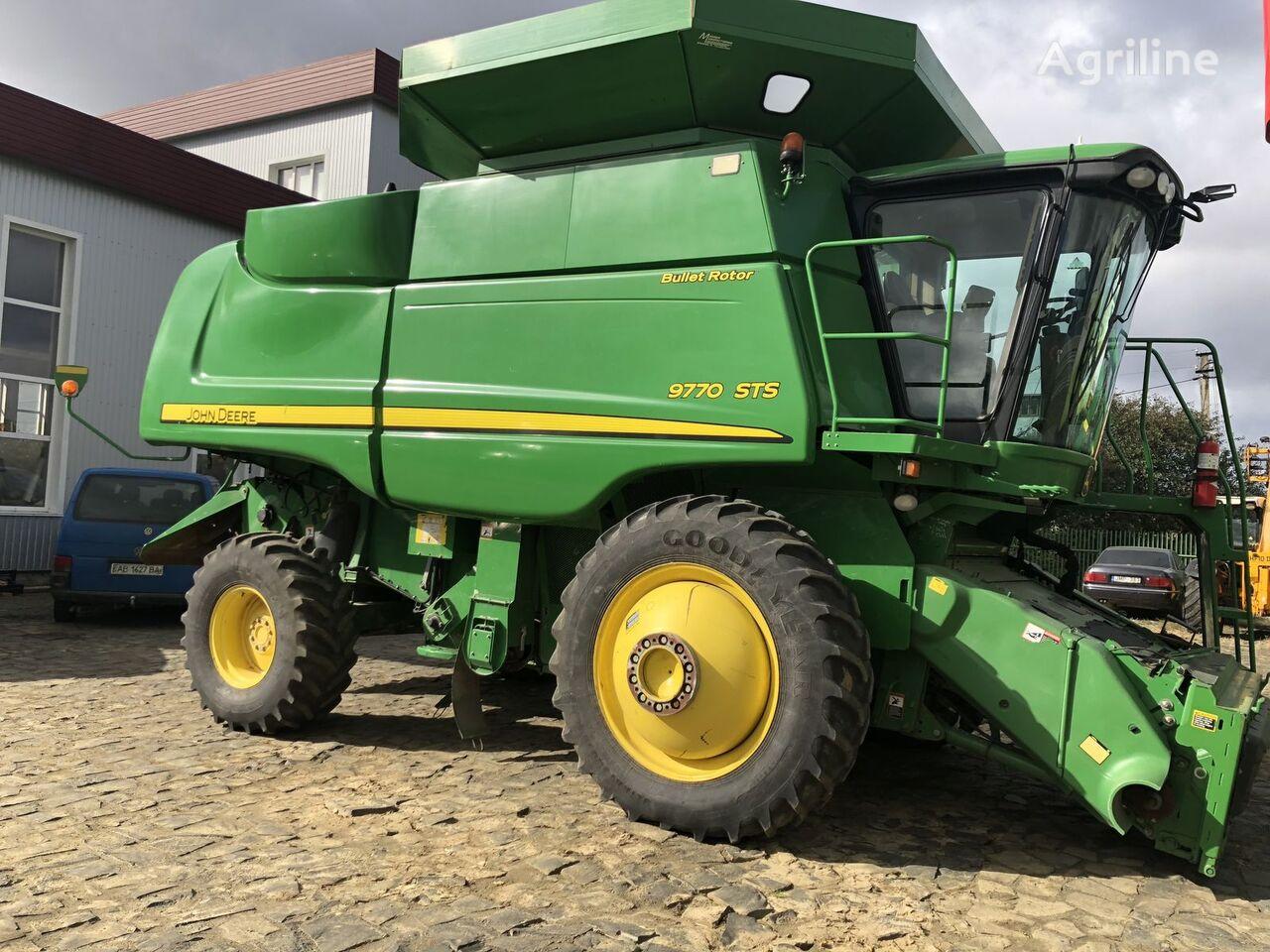 JOHN DEERE 9770 combine-harvester