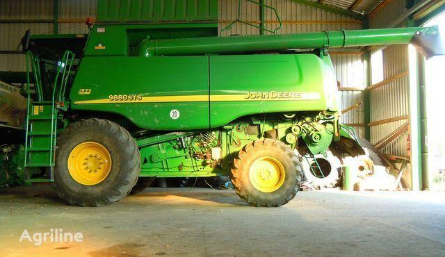 JOHN DEERE 9780 CTS  combine-harvester