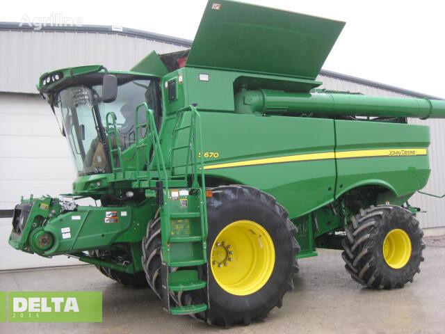 JOHN DEERE S670 combine-harvester