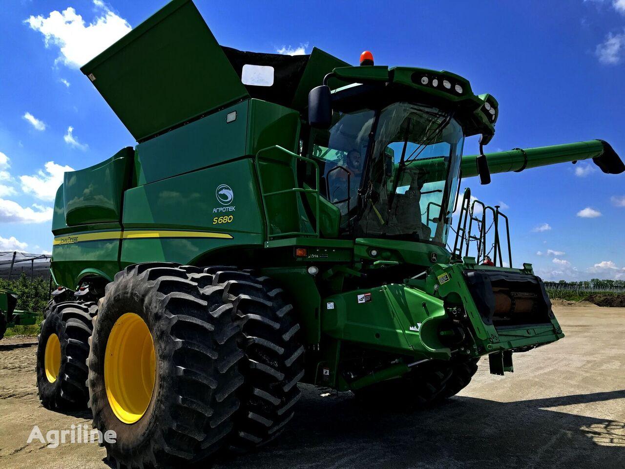JOHN DEERE S680 combine-harvester