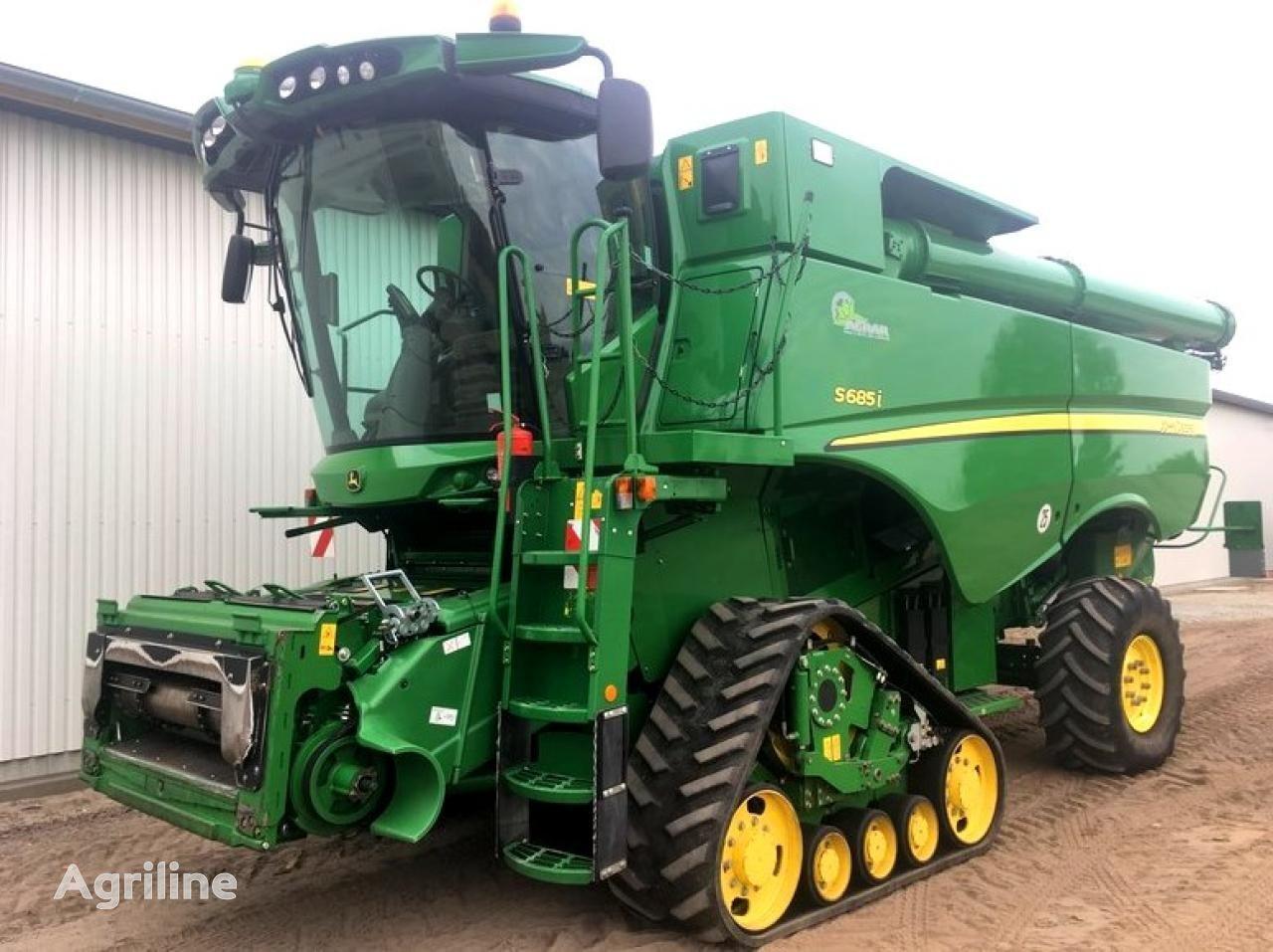 JOHN DEERE S685i combine-harvester