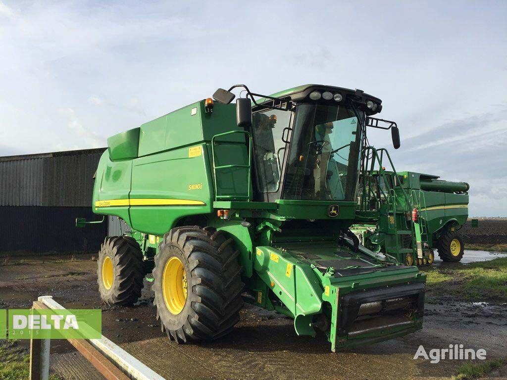 JOHN DEERE S690i combine-harvester