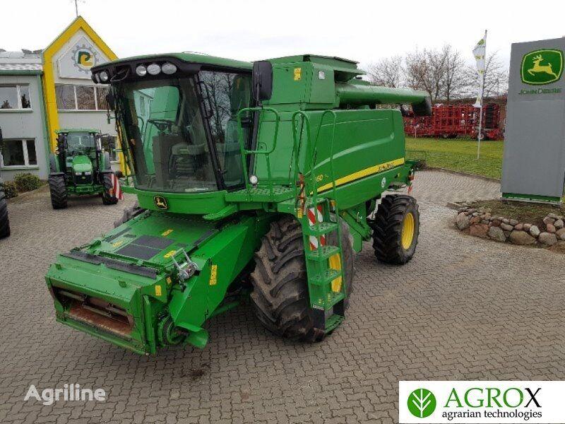 JOHN DEERE T660 combine-harvester