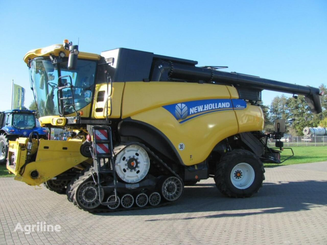 new NEW HOLLAND CR 9090 Elevation SCR Raupe combine-harvester