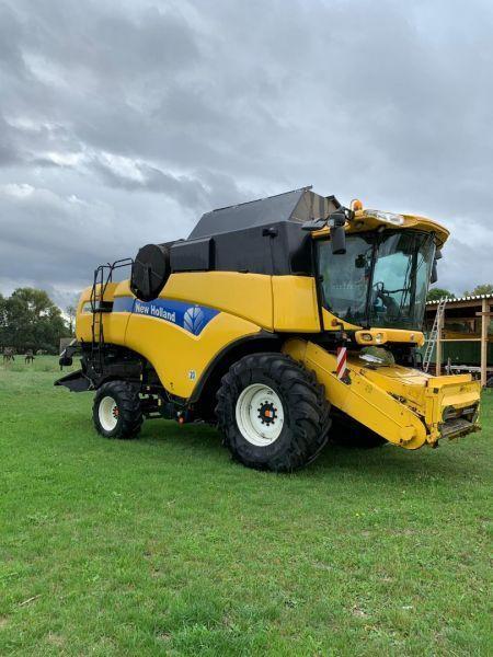 NEW HOLLAND CX8060 combine-harvester