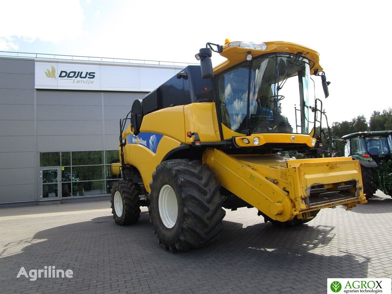 NEW HOLLAND CX8060 combine-harvester