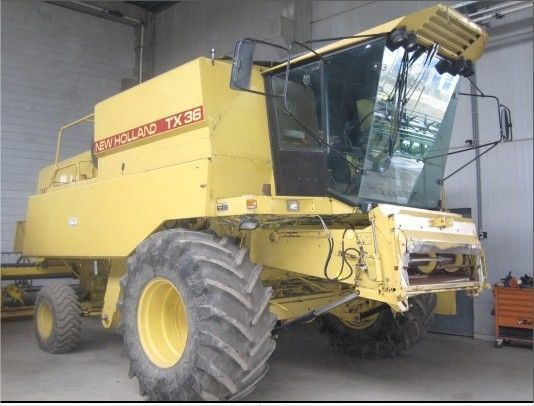 NEW HOLLAND TX 36 combine-harvester