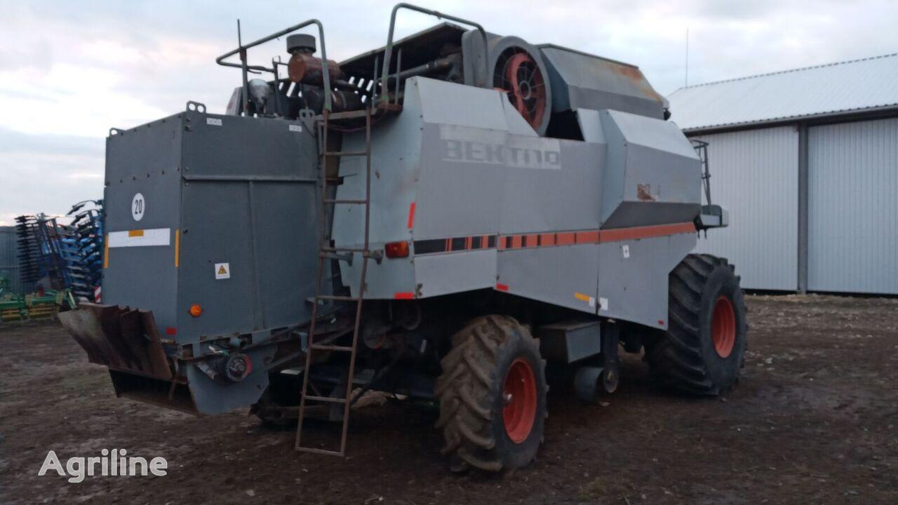 ROSTSELMASH Vektor 410 combine-harvester