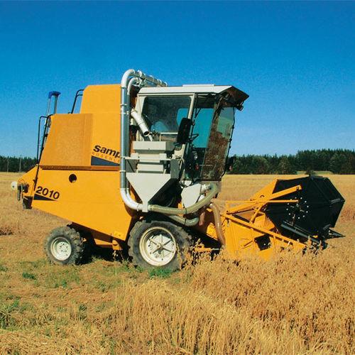 SAMPO Selekcionnyy kombayn Sampo-Rosenlew SR 2010 combine-harvester