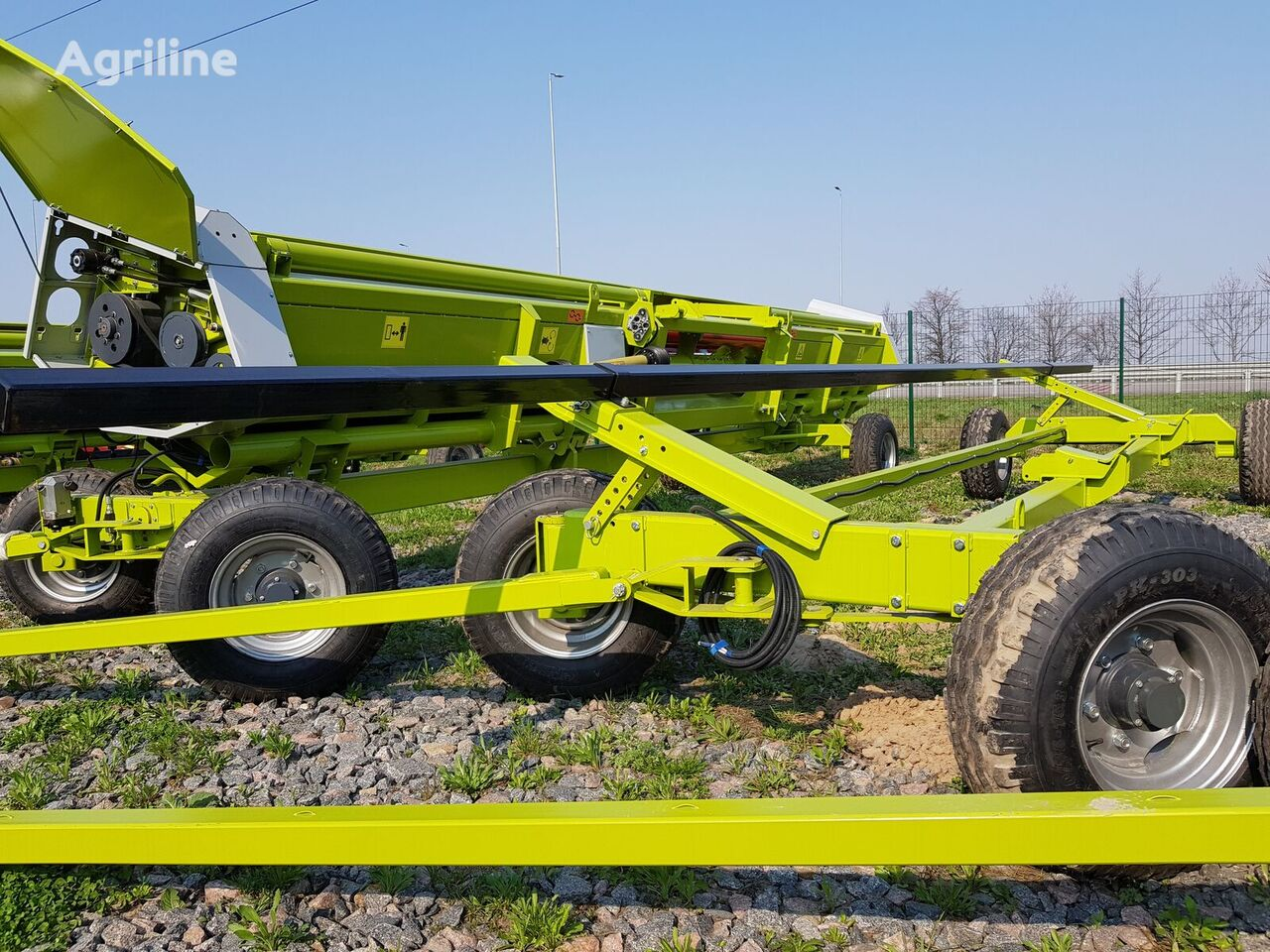 new JOHN DEERE combine header trailer