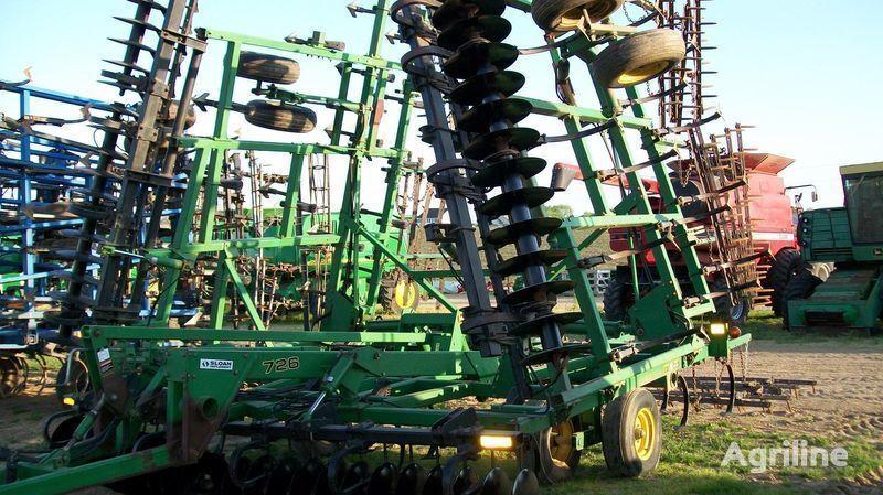 JOHN DEERE 726 diskolapovyy shirokozahvatnyy kultivator - finisher, mulchato cultivator