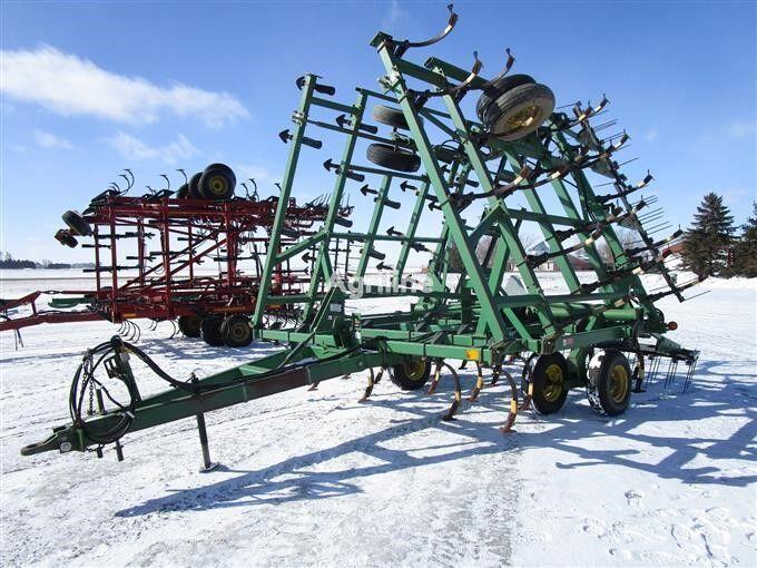 JOHN DEERE 980 - 9.5 metrov cultivator