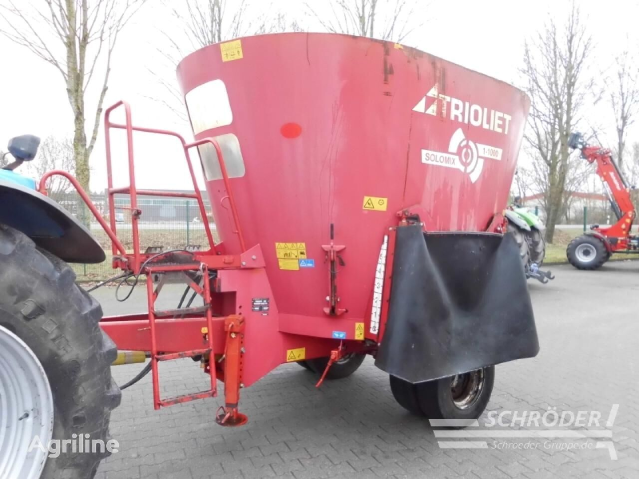 TRIOLIET Solomix 1-1000 forage equipment