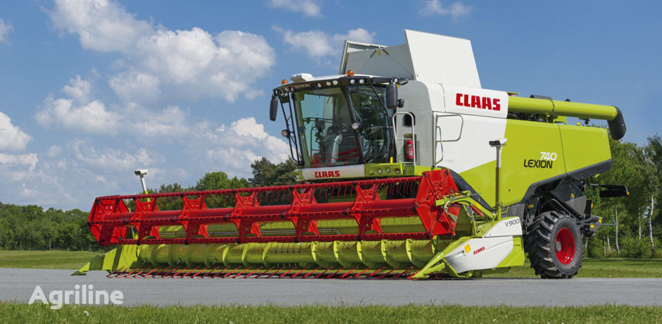 CLAAS Lexion 740 forage harvester