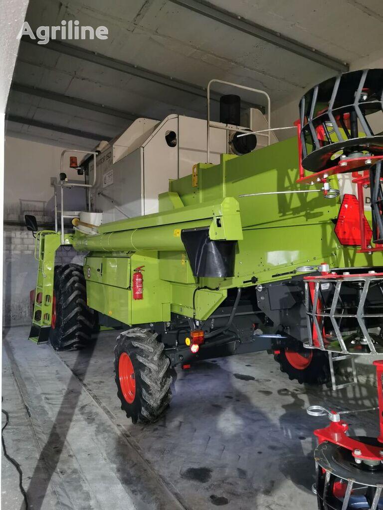 CLAAS Dominator 150 grain harvester