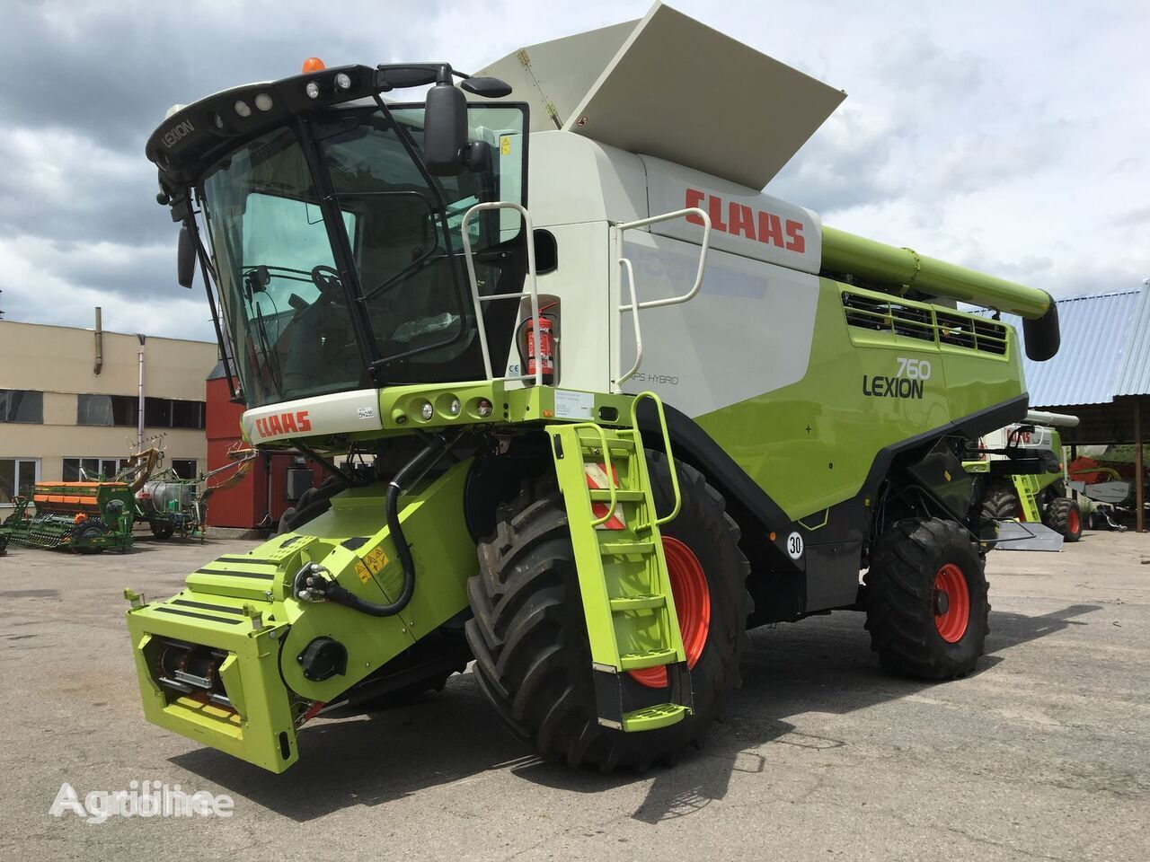 CLAAS Lexion 760 v Lizing grain harvester