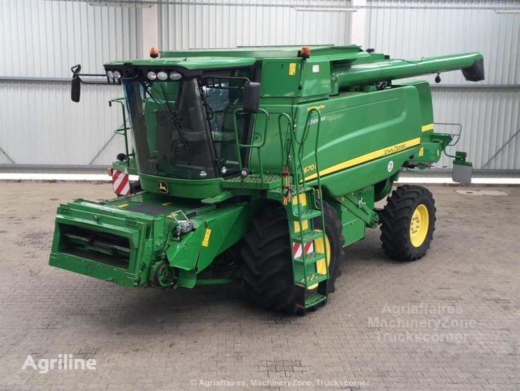 JOHN DEERE T670  grain harvester
